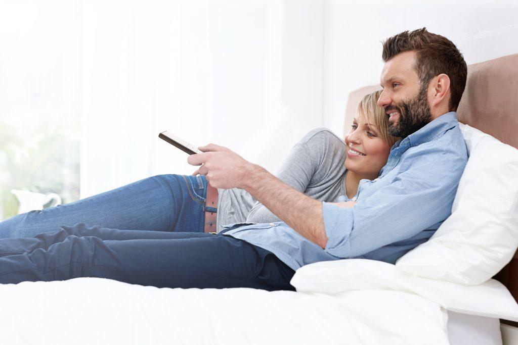 steuern sie z b ihre elektrischen innenrollos. Black Bedroom Furniture Sets. Home Design Ideas
